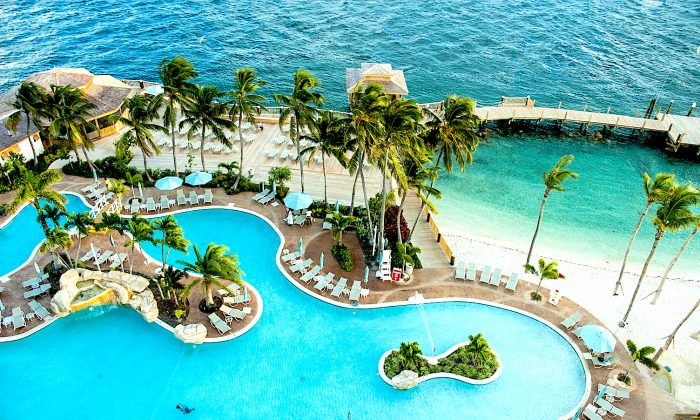Pool at the Warwick Hotel, Paradise Island. (Carole Jobin)