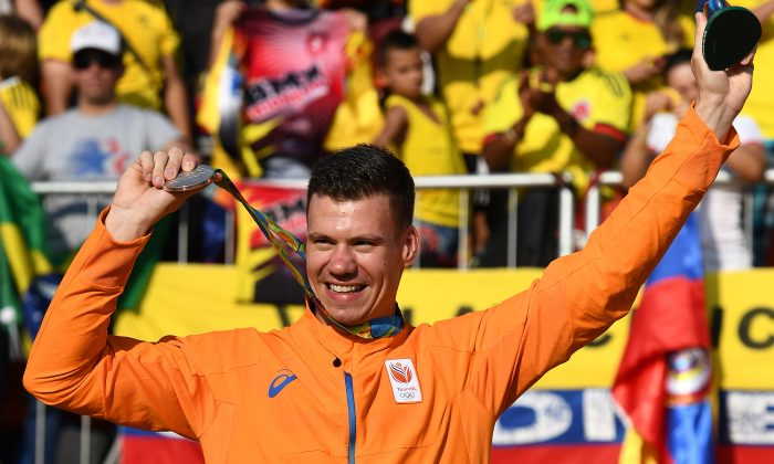 Silver medalist Jelle van Gorkom of the Netherlands celebrates on the podium at the Rio 2016 Olympic Games, Aug. 19, 2016, in Rio de Janeiro, Brazil. (David Ramos/Getty Images)
