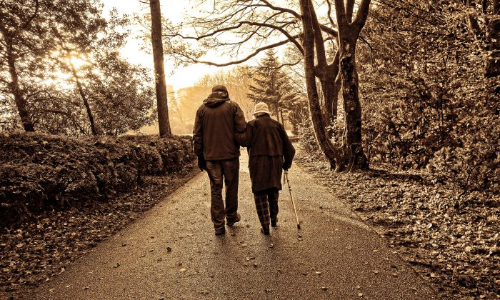 Two elderly people walking, symbolically related to the story. (Pixabay/CCO)