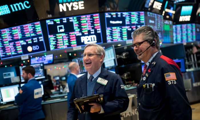 Traders on the floor of the New York Stock Exchange on Jan. 4, 2018. (Drew Angerer/Getty Images)