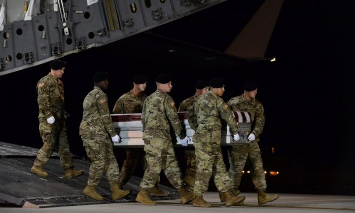 A U.S. Army carry team transfers the remains of Army Staff Sgt. Dustin Wright of Lyons, Georgia, at Dover Air Force Base in Delaware, U.S. on Oct. 5, 2017. (Aaron J. Jenne/U.S. Air Force/Handout via Reuters)