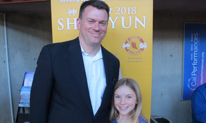 Police Sergeant and Author Admires Shen Yun Performers
