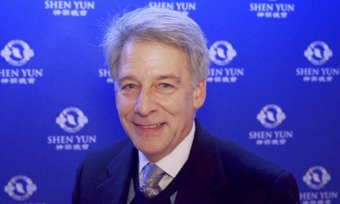 Business Owner Says Shen Yun Is 'Very Uplifting and Soul-Searching'