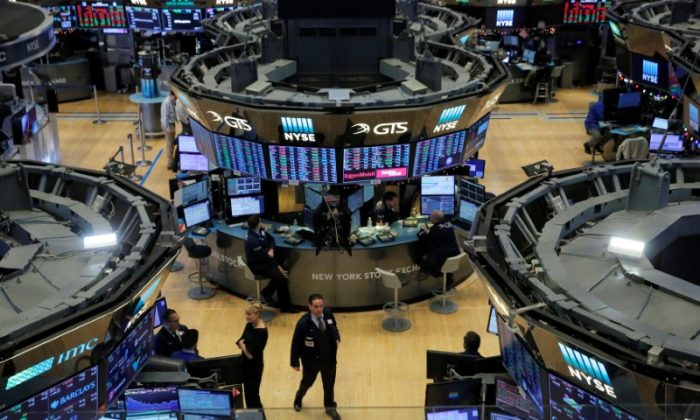 The trading floor is seen on the final day of trading for the year at the New York Stock Exchange (NYSE) in Manhattan, New York, U.S., December 29, 2017. (REUTERS/Andrew Kelly)