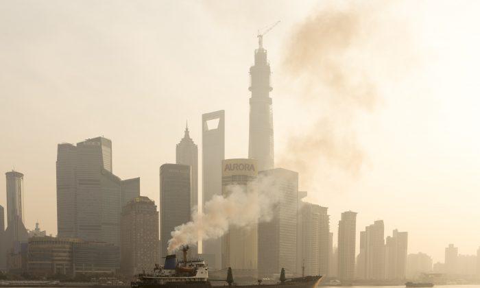 A ship sails up the Huangpu River as heavy smog engulfs the city of Shanghai on Dec. 25, 2013. (VCG via Getty Images)