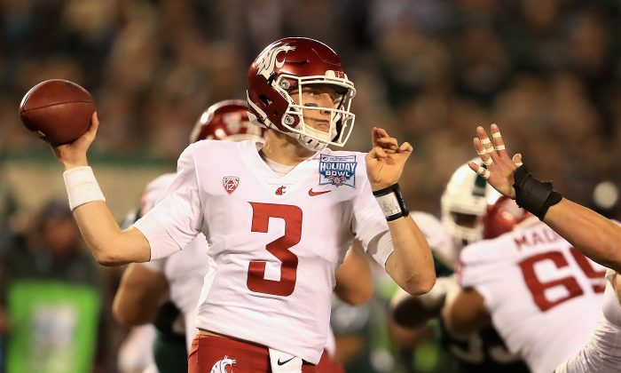 Tyler Hilinski #3 of the Washington State Cougars passes the ball against the Michigan State Spartans during the first half of the SDCCU Holiday Bowl at SDCCU Stadium on December 28, 2017 in San Diego, California. (Sean M. Haffey/Getty Images)