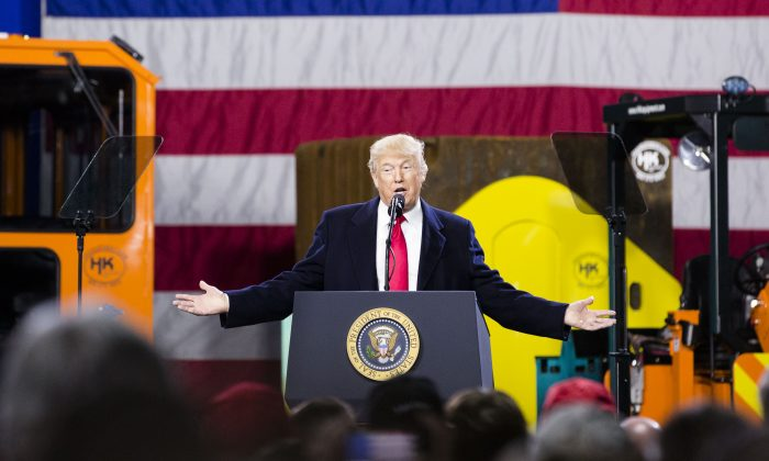 President Donald Trump speaks at H&K Equipment in Coraopolis, Penn., on Jan. 18, 2018. (Charlotte Cuthbertson/The Epoch Times)