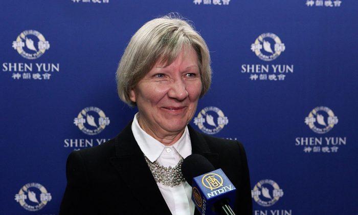 Investment Adviser Praises Shen Yun Dancers' Grace and Precision