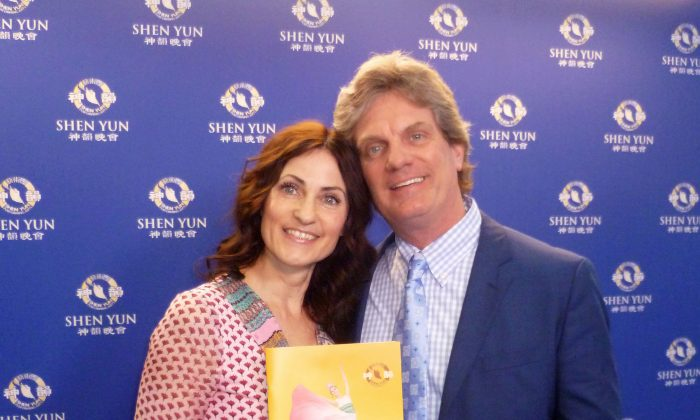 Professor Encourages Everybody to See Shen Yun