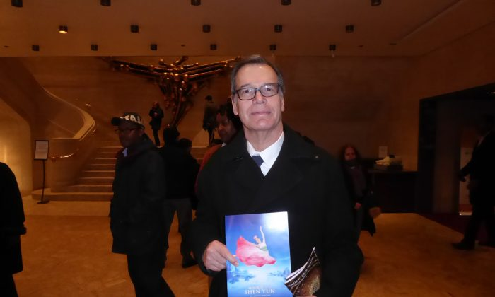 Lutheran Pastor Resonates With Universal Values of Shen Yun