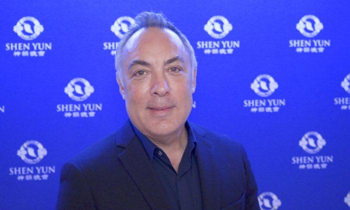 CEO Enjoys the Chinese History at Shen Yun