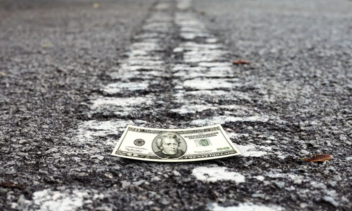 A vehicle accident on  1-74 near Mahomet, Illinois, spilled cash all over the highway on Jan. 23, 2018. (Shutterstock)
