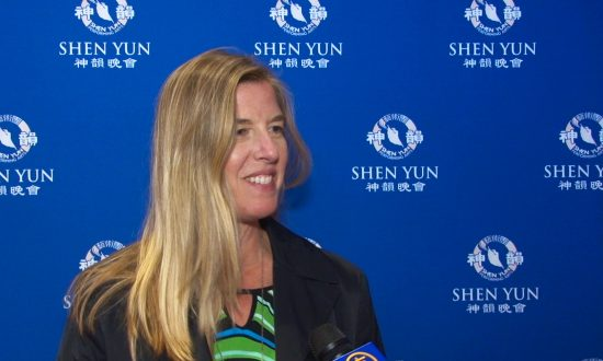 City Mayor Finds Shen Yun Stories Magical