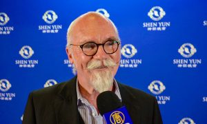 Australian Poet: Shen Yun Has 'Wonderful Poetry About It'