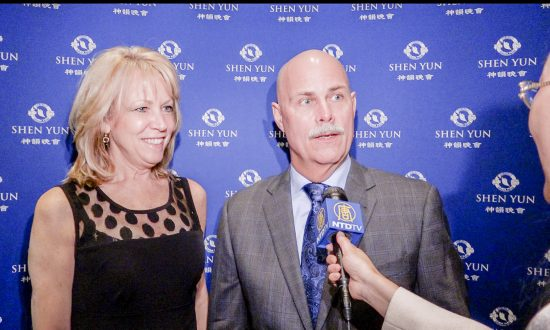 Company Owner Finds Colors and Dance Uplifting at Shen Yun