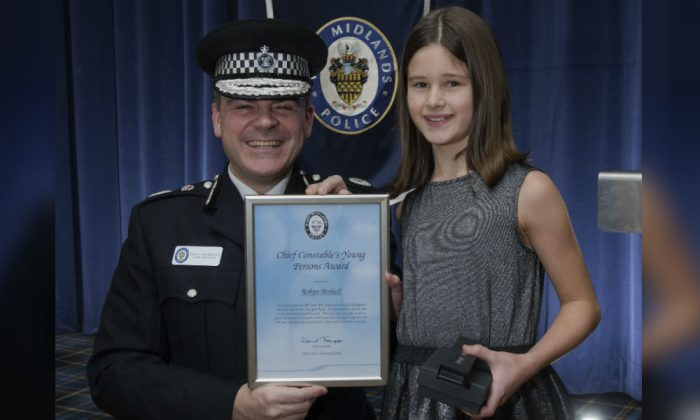 Robyn Birdsell, 10, with West Midlands Police Chief Constable Dave Thompson at an award ceremony in Birmingham, England, on Jan. 23, 2018. (West Midlands Police)