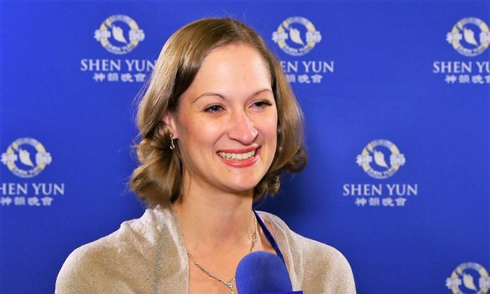 Former Ballet Dancer Has High Respect For Shen Yun Dancers