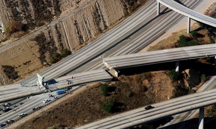 Aerial view of wrecked cars litter the connector ramp from Interstate 5 to Highway 14 following the Northridge earthquake, in Northridge, Calif., on Jan. 17, 1994. (Carlos Schiebeck/AFP/Getty Images)