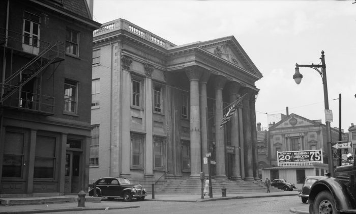 The First Bank of the United States in Philadelphia in 1939. (Library of Congress)