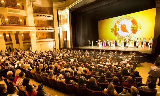 Shen Yun Is a Colorful Multimedia Extravaganza
