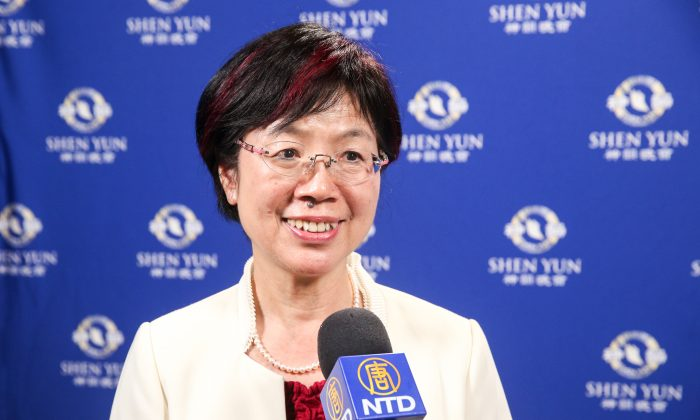 Legislator Enjoys the Essence of Chinese Culture Presented by Shen Yun