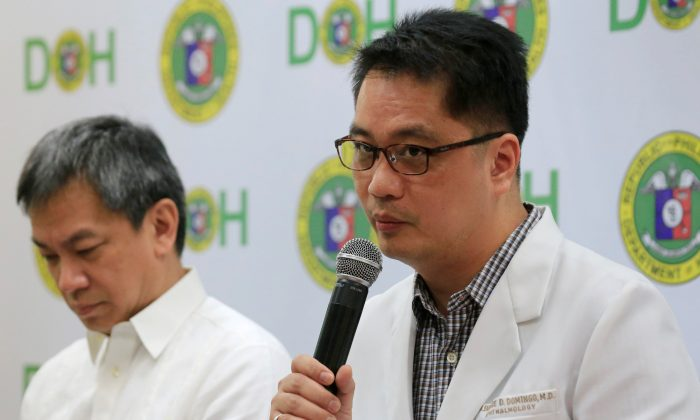 Dr. Rolando Enrique Domingo (R), Undersecretary of the Department of Health (DOH), with Dr. Gerardo Legaspi, Director of the Philippine General Hospital (PGH), answer questions during a news conference at the DOH headquarter in metro Manila, Philippines on Feb. 2, 2018. (Reuters/Romeo Ranoco)