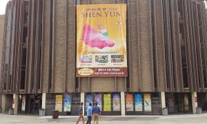 Former Dancer Loves Shen Yun's Flowing Costumes and Expressive Dance