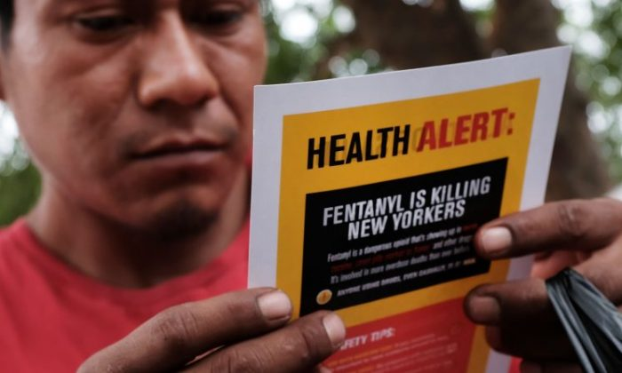 A heroin user reads an alert on fentanyl before being interviewed by John Jay College of Criminal Justice students as part of a project to interview Bronx drug users in order to compile data about overdoses on August 8, 2017 in New York City. (Spencer Platt/Getty Images)