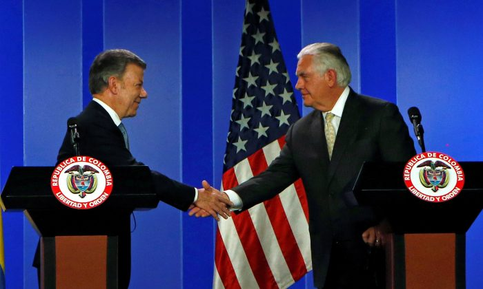 Colombia's President Juan Manuel Santos and U.S. Secretary of State Rex Tillerson shake hands during a joint news conference in Bogota, Colombia Feb. 6, 2018. (Reuters/Jaime Saldarriaga)
