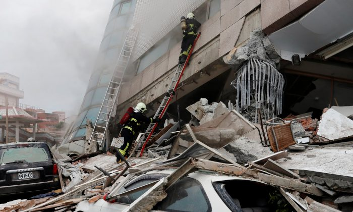 Fire fighters look for survivors after an earthquake hit Hualien, Taiwan on Feb. 7, 2018.  (Tyrone Siu/Reuters)