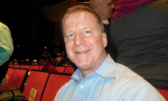 Federal Program Analyst Feels and Sees Happiness at Shen Yun