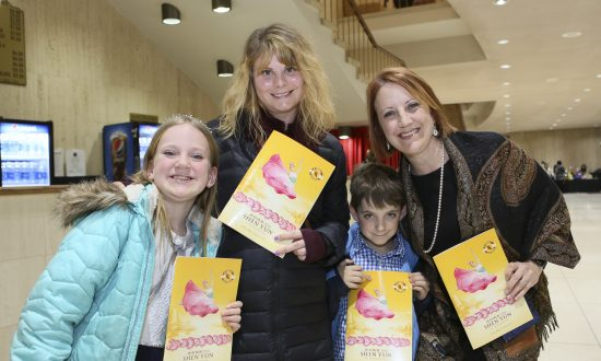 Physician Returns to See Shen Yun for the Sheer Delight