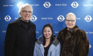 Lawyer Returns for the Third Time to See Shen Yun