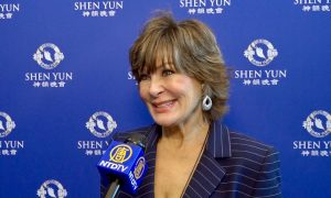 Interior Decorator Finds Shen Yun's Colors 'Absolutely Beautiful'