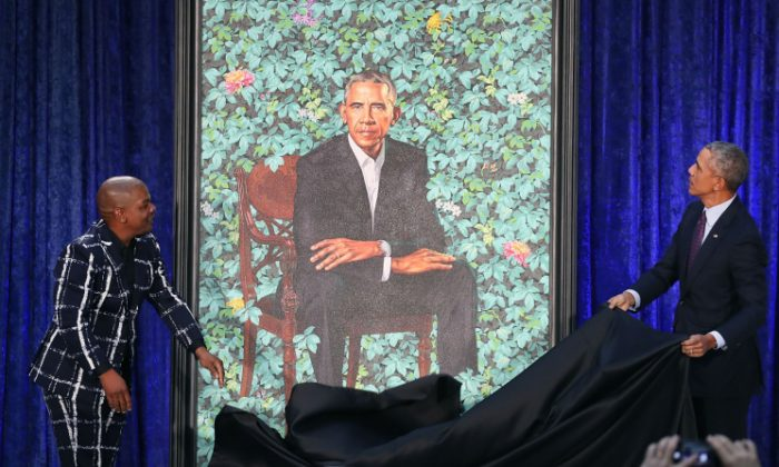 Former U.S. President Barack Obama (R) and artist Kehinde Wiley unveil his portrait during a ceremony at the Smithsonian's National Portrait Gallery, in Washington DC on Feb. 12, 2018. The portraits were commissioned by the Gallery, for Kehinde Wiley to create President Obama's portrait, and Amy Sherald that of Michelle Obama. (Photo by Mark Wilson/Getty Images)