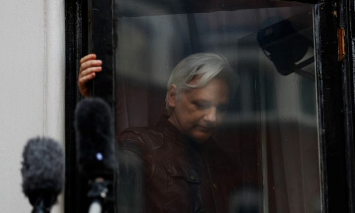 WikiLeaks founder Julian Assange is seen on the balcony of the Ecuadorian Embassy in London, Britain, May 19, 2017. (Reuters/Peter Nicholls)