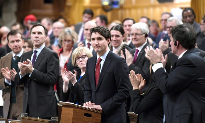 Prime Minister Justin Trudeau is applauded as he rises to deliver a speech on the recognition and implementation of Indigenous rights in the House of Commons on Feb. 14, 2018. (The Canadian Press/Justin Tang)
