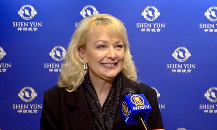 Real Estate Owner Likes the Message at Shen Yun
