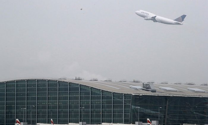An aircraft takes of over Heathrow's Terminal 5 on October 25, 2016 in London, England.  (Dan Kitwood/Getty Images)