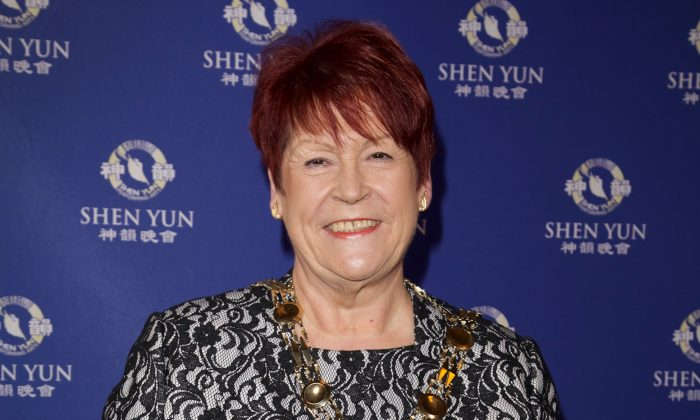 Mayor of Sutton Says Shen Yun Is 'Absolutely Amazing'
