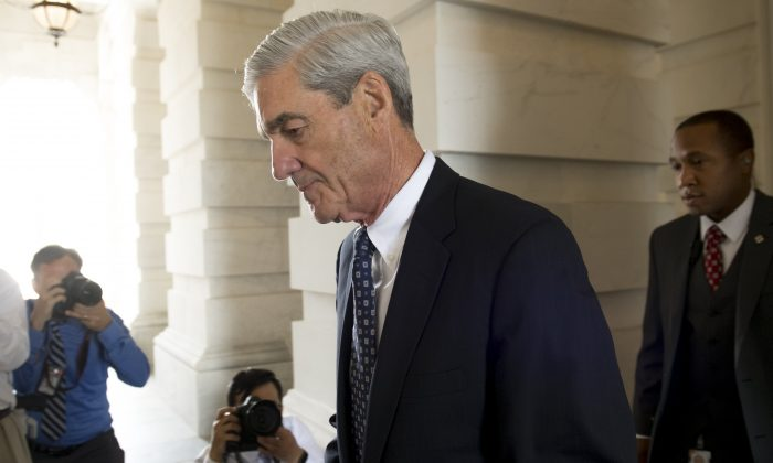Former FBI Director Robert Mueller, special counsel on the Russian investigation, leaves following a meeting with members of the U.S. Senate Judiciary Committee on June 21, 2017. (SAUL LOEB/AFP/Getty Images)