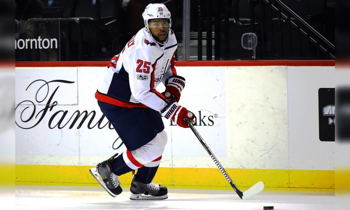 Devante Smith-Pelly #25 of the Washington Capitals skates against the New York Islanders at the Barclays Center on December 11, 2017 (Bruce Bennett/Getty Images)
