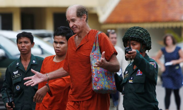 Australian filmmaker James Ricketson walks to the Supreme Court in Phnom Penh, Cambodia, Jan. 17, 2018. (Reuters/Samrang Pring)