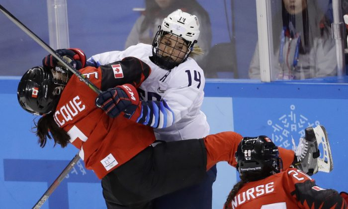 Jocelyne Larocque (L) of Canada in action with Brianna Decker of the U.S. during the preliminary round match at the Pyeongchang 2018 Winter Olympics on Feb. 15, 2018. (Reuters/David W Cerny)