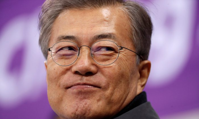 South Korea's President Moon Jae-in attends Short Track Speed Skating Events at Pyeongchang 2018 Winter Olympics in Gangneung Ice Arena, South Korea, Feb. 17, 2018. (Reuters/John Sibley/File Photo)