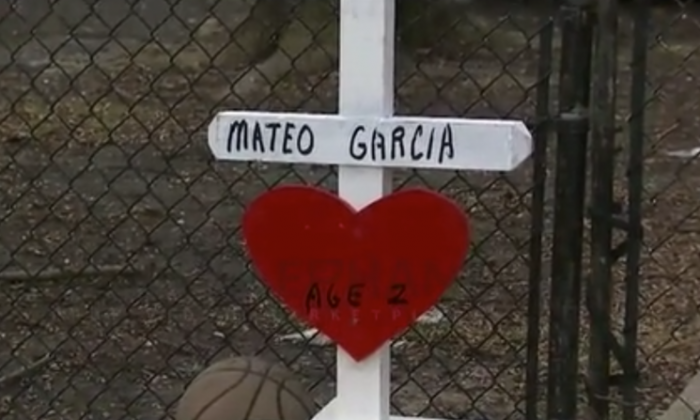 A cross and a basketball outside the home of a slain two-year-old in Chicago. (Screenshot via Video Elephant/Fox 32)