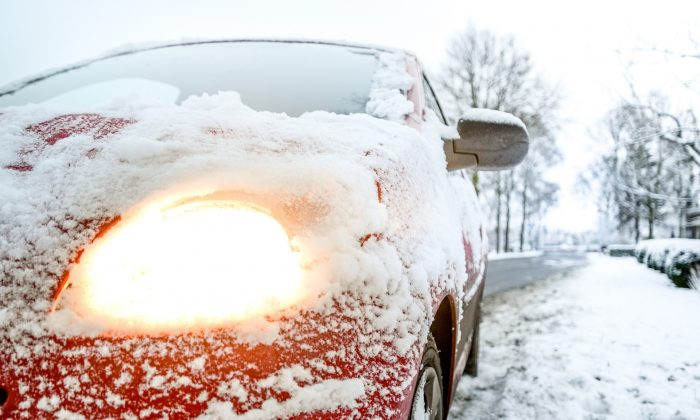 Stock photo of a snow-covered car. Plummeting temperatures in the UK are likely to cause a historic cold snap in coming days. (CC0)