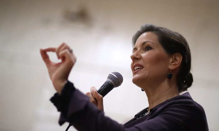 Oakland Mayor Libby Schaaf speaks to students on Jan. 19, 2018, in Oakland, Calif. On Feb. 24, Schaaf warned residents of an impending immigration operation in the area. (Justin Sullivan/Getty Images)