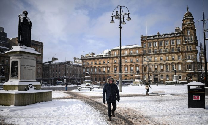 Members of the public make their way through the snow on Feb. 28, in Glasgow, Scotland. (Jeff J Mitchell/Getty Images)