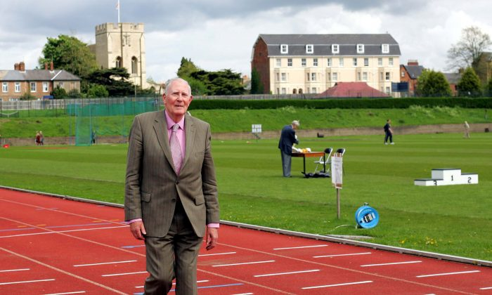 FILE PHOTO: Sir Roger Bannister walks over the same finish line at the Iffley Road running track in Oxford that he crossed fifty years ago when he was the first man to run the sub four minute mile, May 6, 2004. (Reuters/David Bebber/File Photo)